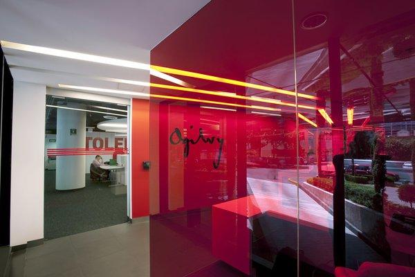 Ogilvy - Work+ Photo 3 of Ogilvy modern home