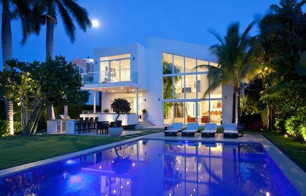 Photo  of 96 Golden Beach modern home