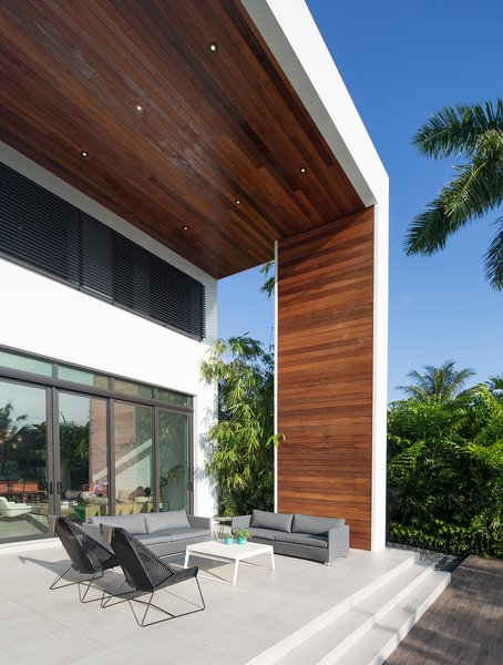 Photo 2 of 475 Golden Beach modern home