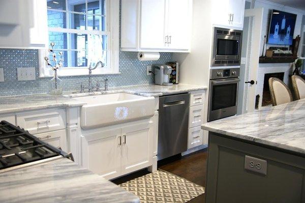 Photo  of South Carolina Residence: Milk Glass Backsplash modern home