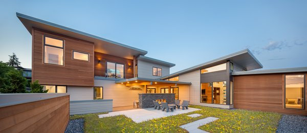 The green roof courtyard Photo  of Evergreen Pointe House modern home