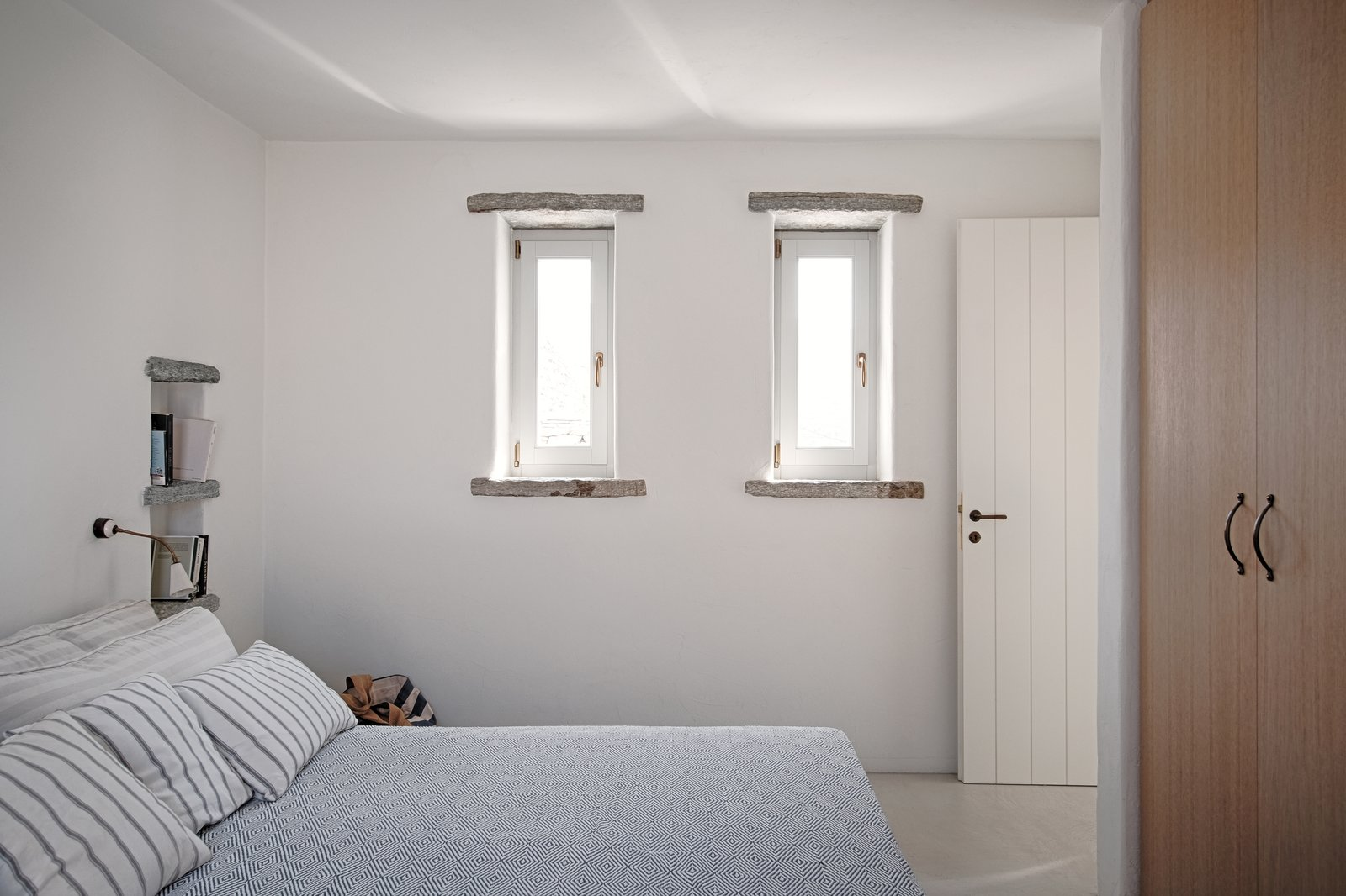 Bedroom Tagged: Bedroom, Wall Lighting, Bed, and Concrete Floor.  ROCKSPLIT house by COMETA ARCHITECTS