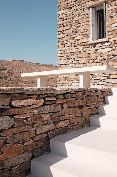 Entrance stairs  ROCKSPLIT house by COMETA ARCHITECTS