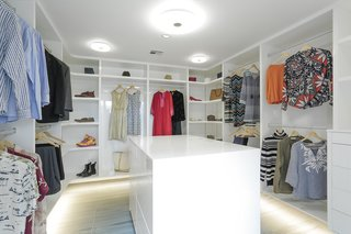 10 Modern Walk In Closets   Photo 4 Of 10   This Renovated Post