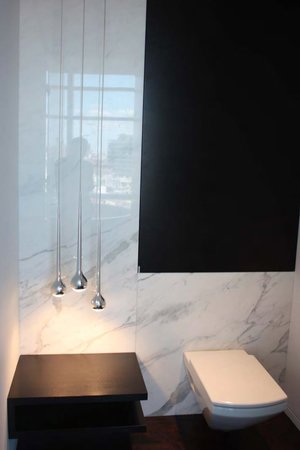 Modern home with bath room. Photo 9 of Downtown Penthouse