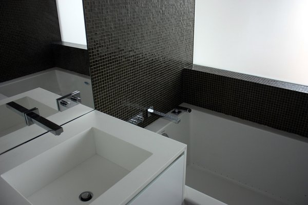 Modern home with bath room. Photo 10 of Downtown Penthouse