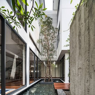 Top 5 Homes of the Week With Stunning Black, White, and Gray Facades - Photo 2 of 10 -