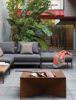 Gather Around These 7 Modern Fire Pit Designs - Photo 3 of 7 -