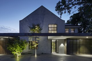 Sliding-Glass Pavilions Transform a Renovated Melbourne Home - Photo 1 of 10 -