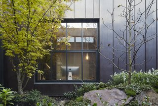 Sliding-Glass Pavilions Transform a Renovated Melbourne Home - Photo 3 of 10 -
