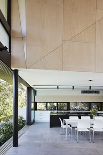 An Edgy Slatted Facade Conceals a Striking Indoor/Outdoor Home in Brisbane - Photo 7 of 11 -