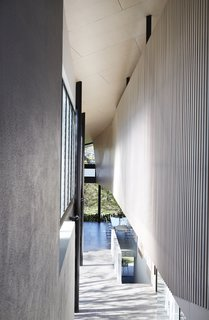 An Edgy Slatted Facade Conceals a Striking Indoor/Outdoor Home in Brisbane - Photo 8 of 11 -
