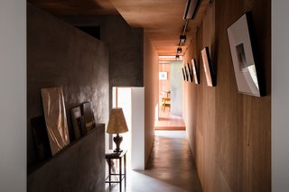 Find Out How a Japanese Architect Created a Fluid Live/Work Space For a Photographer - Photo 6 of 12 -