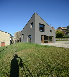 A Concrete Hideaway in the Italian Countryside - Photo 11 of 11 -
