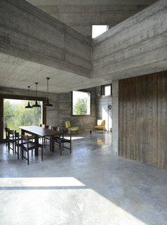A Concrete Hideaway in the Italian Countryside - Photo 3 of 11 -