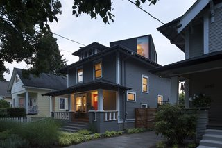 You Wouldn't Expect the Rooftop Addition on This American Foursquare in Portland - Photo 2 of 9 -
