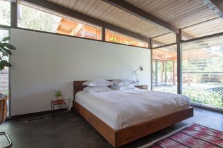 Hole Up in This Quintessential Midcentury Modern Rental in Hollywood - Photo 9 of 12 -