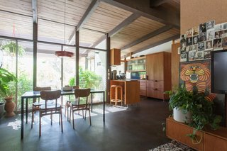 Hole Up in This Quintessential Midcentury Modern Rental in Hollywood - Photo 4 of 12 -