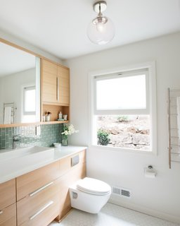 What's the Best Way to Save Space in a Small Bathroom? - Photo 2 of 14 -