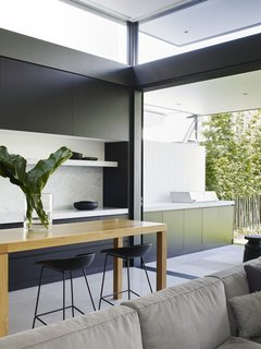 A Sleek, Two-Story Addition Hides Behind a Traditional Cottage in Sydney - Photo 8 of 12 -