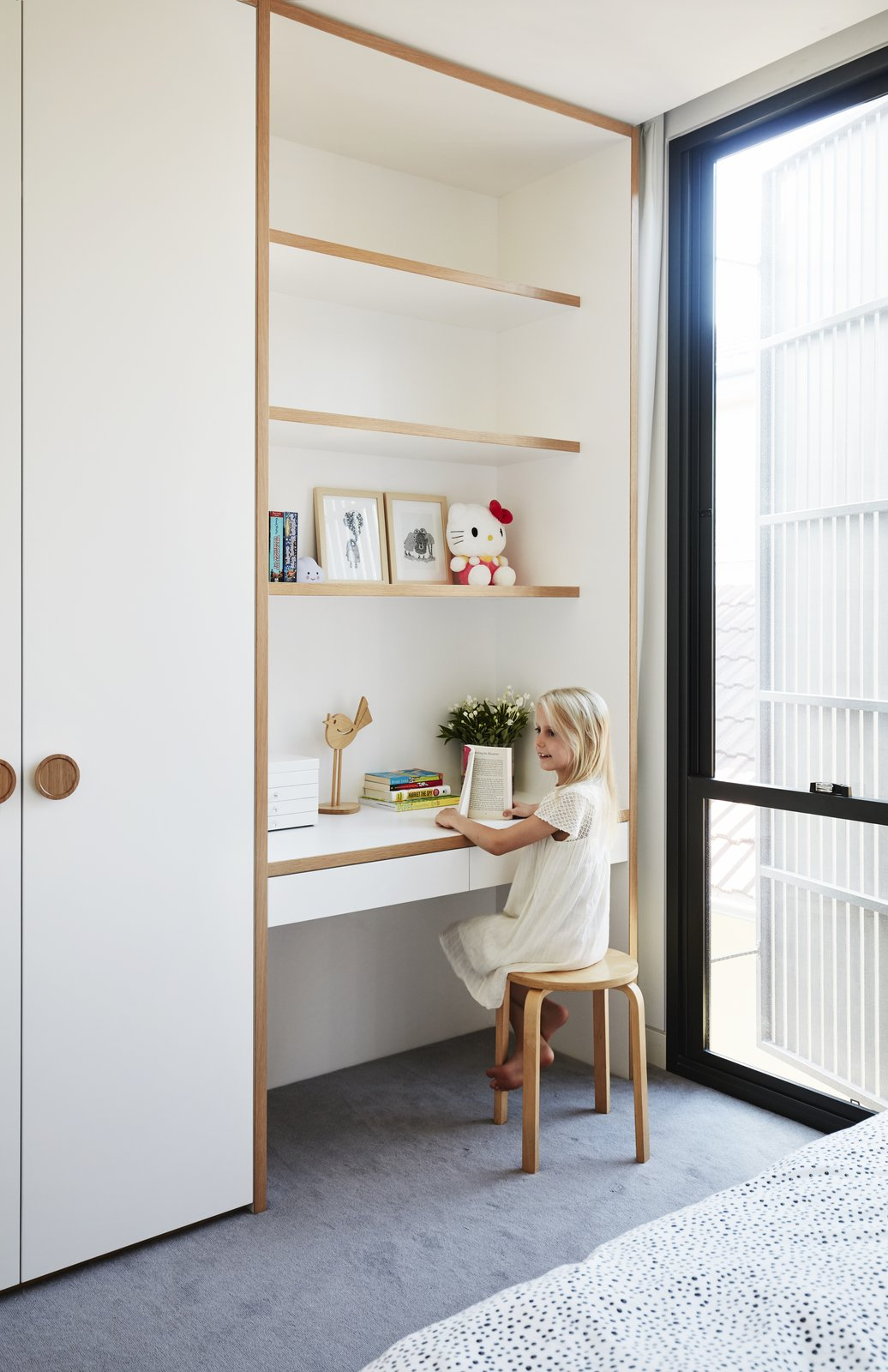 Tagged: Kids, Shelves, Bed, Neutral, Pre-Teen, Bedroom, and Carpet.  Best Kids Photos from A Sleek, Two-Story Addition Hides Behind a Traditional Cottage in Sydney