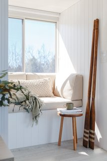 Life in This Renovated Houseboat Would Be But a Dream - Photo 8 of 13 - The reading nook