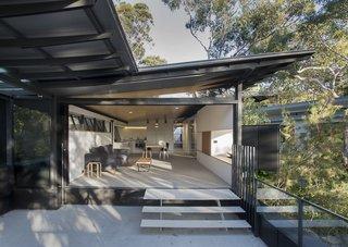 An Arresting Australian Abode by Glenn Murcutt Needs a Buyer - Photo 3 of 8 -