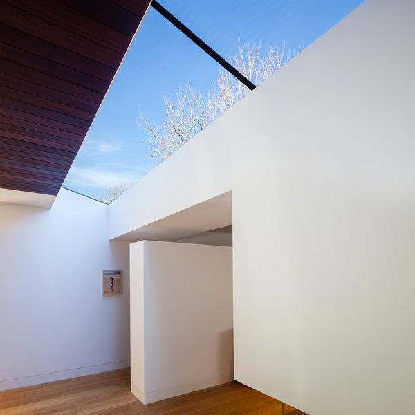 Glazed separation between new extension and existing dwelling 2 Photo 4 of Castlecrag House modern home