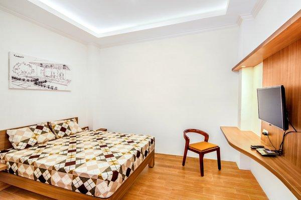 Modern home with bedroom, shelves, chair, bed, ceiling lighting, table lighting, and ceramic tile floor. Photo 2 of Prawirotaman Street
