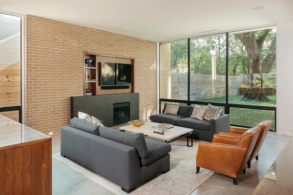 Modern home with living room. Photo 3 of Tangley