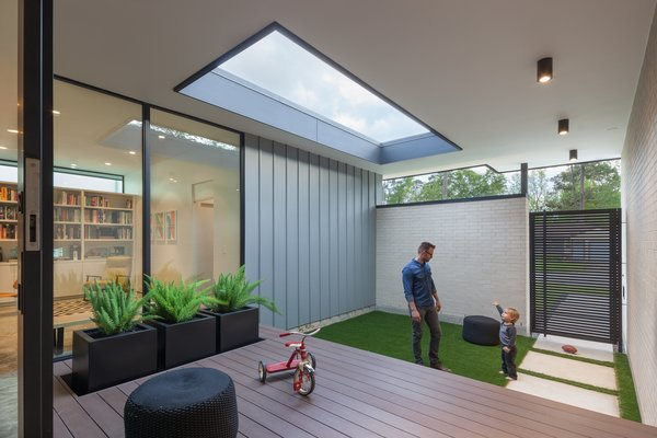 Modern home with outdoor and front yard. Entry Courtyard Photo 8 of Pavilion Haus