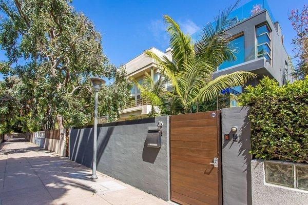 Photo  of Venice Beach Trophy Residence modern home