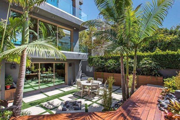 Photo 2 of Venice Beach Trophy Residence modern home
