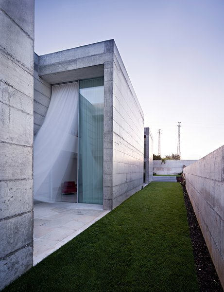 Modern home with outdoor, side yard, and grass. Photo  of House in Moreira