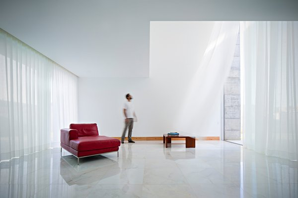 Modern home with living room. Photo 3 of House in Moreira
