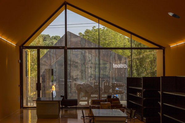 Photo 3 of Renova - Store & Theatre modern home