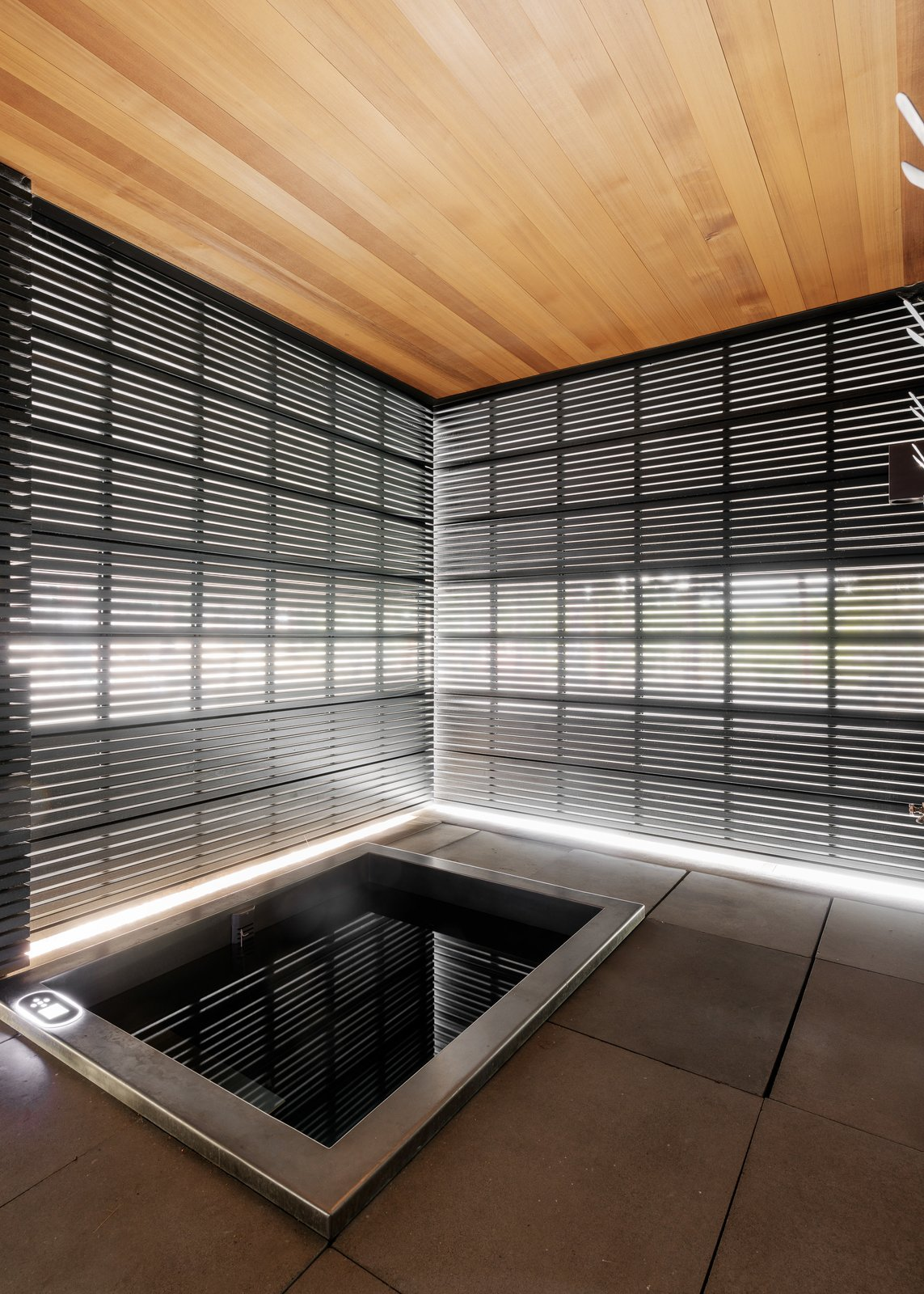 Outdoor Spa - Enclosure