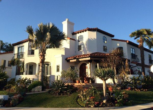 Modern home with outdoor. Photo  of Avenida de los Alamos