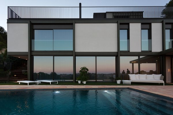Modern home with windows. pool side, large windowss , steel exterior for the frame work of the residence Photo 9 of Casa El Bosque