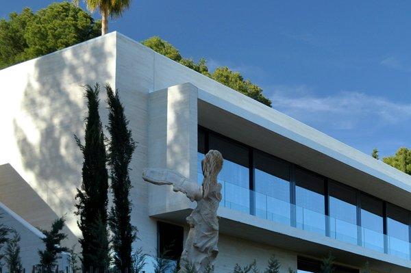 Modern home with windows. RIBBON WINDOWS WITH GLAZING Photo 4 of Casa Klamar