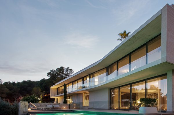 Modern home with outdoor. EXTERIOR VIEW OF THE DECK AREA Photo 7 of Casa Klamar
