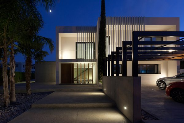 Modern home with outdoor and front yard. Casa forment at night Photo 2 of Casa Forment
