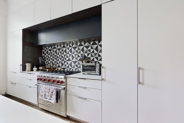 Modern home with kitchen. Photo 4 of Creative Townhouse kitchen and bath (Sweeten project)