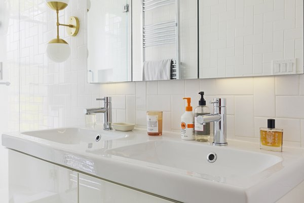 Modern home with bath room. Photo 7 of Creative Townhouse kitchen and bath (Sweeten project)