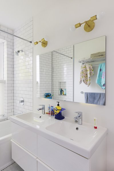 Modern home with bath room. Photo 11 of Creative Townhouse kitchen and bath (Sweeten project)