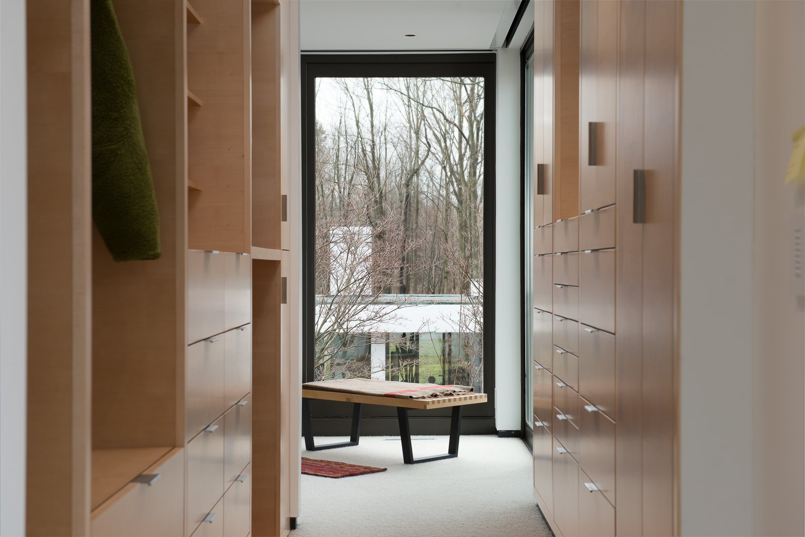 10 Modern Walk-In Closets