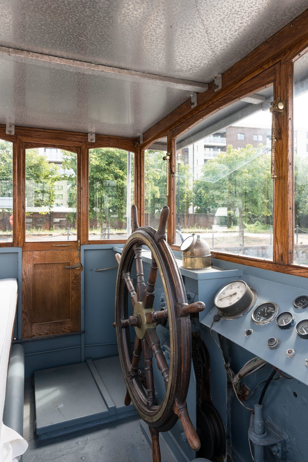 The Wheelhouse has been fully restored and provides 360 views through the glazing surrounds. Londoners Can Live in This Scandinavian-Inspired, Converted Barge For $424K - Photo 8 of 9