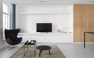 A Cramped Amsterdam Apartment Is Transformed Into an Airy Loft - Photo 1 of 9 -