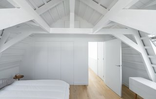 A Cramped Amsterdam Apartment Is Transformed Into an Airy Loft - Photo 8 of 9 -