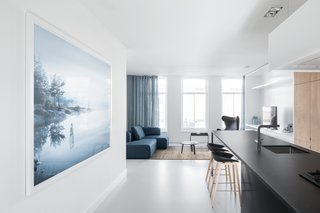 A Cramped Amsterdam Apartment Is Transformed Into an Airy Loft - Photo 7 of 9 -